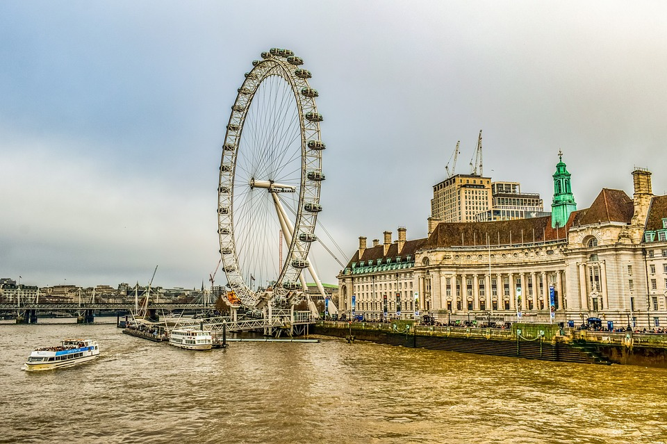 Pros and Cons of Living and Working in London